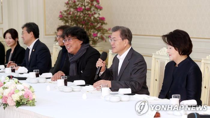 Dàn sao Ký sinh trùng được tổng thống Moon Jae In vinh danh tại Nhà Xanh ảnh 6
