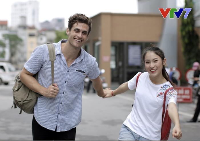Dustin từng xuất hiện cùng Khánh Vy với vai trò người dẫn chương trình trong Follow Us.