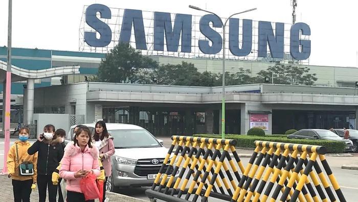 Samsung tỏ ra thận trọng trước virus corona ở Việt Nam. Nikkei nói hãng này bắt đầu kiểm tra thân nhiệt của nhân viên trước khi vào nhà máy. (Ảnh: Nikkei)