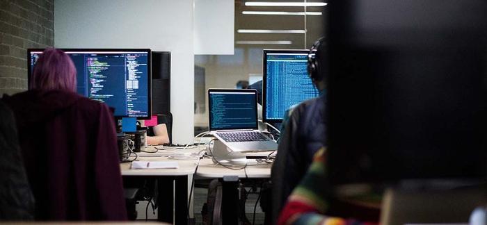 Thị trường tuyển dụng trực tuyến ở Việt Nam dường như đang thu hút được nhiều sự quan tâm. TopDev, một nền tảng tuyển dụng cho ngành IT, mới đây cũng nhận được khoản đầu tư 7 chữ số. (Ảnh: Kr-ASIA)