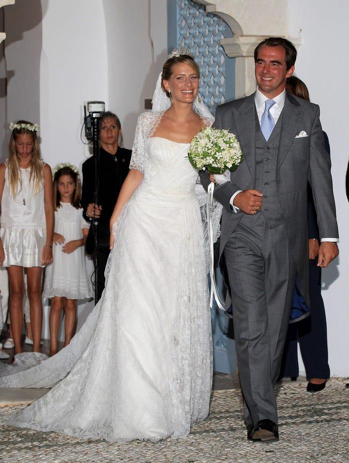 22 chiếc váy cưới hoàng gia nổi tiếng nhất thế giới từng gây bão truyền thông ảnh 13
