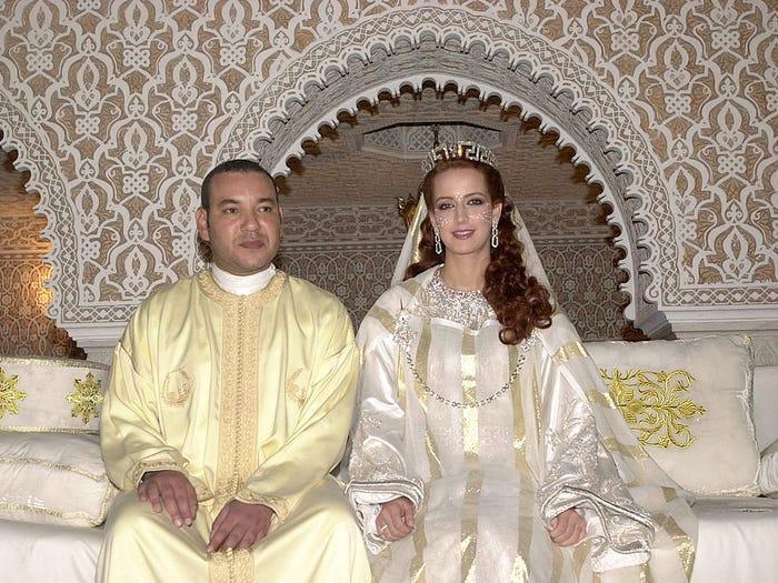 22 chiếc váy cưới hoàng gia nổi tiếng nhất thế giới từng gây bão truyền thông ảnh 17