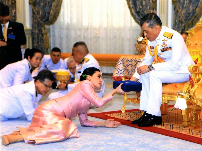 22 chiếc váy cưới hoàng gia nổi tiếng nhất thế giới từng gây bão truyền thông ảnh 1