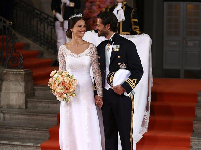 22 chiếc váy cưới hoàng gia nổi tiếng nhất thế giới từng gây bão truyền thông ảnh 7