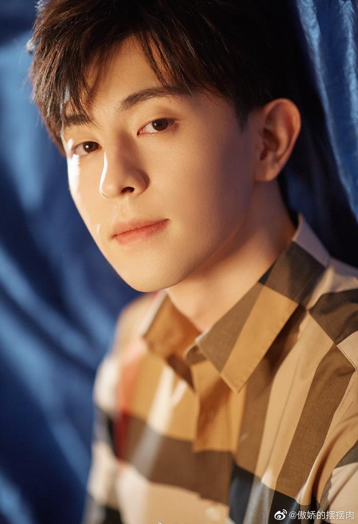 Top 10 nam diễn viên Cbiz nổi tiếng tuần 2 tháng 2: Bộ đôi Tiêu Chiến  Vương Nhất Bác dẫn đầu, Lý Hiện theo sau ảnh 4