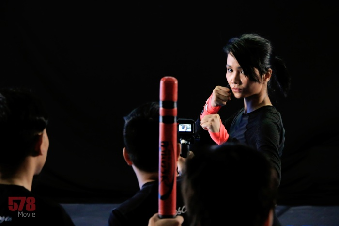 H'Hen Niê gây choáng với hình ảnh 'đả nữ' 1 chọi 7 trong phim điện ảnh '578: Phát đạn của kẻ điên'.