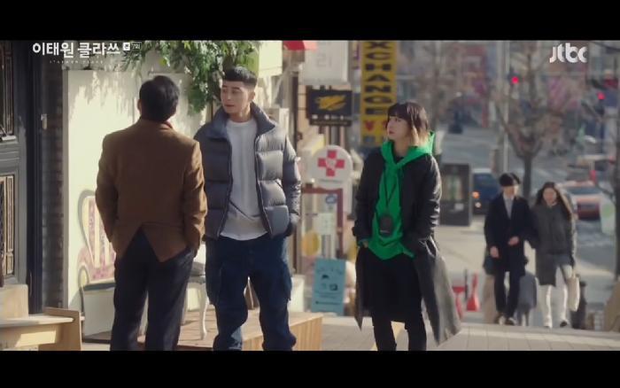 Cửa hàng Dan bam bị Jang Dae Hee gây khó dễ.