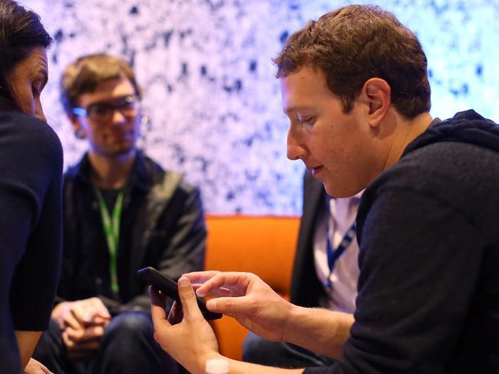 Facebook từng gặp không ít lùm xùm liên quan đến thu thập thông tin của người dùng. (Ảnh: Getty/Justin Sullivan)
