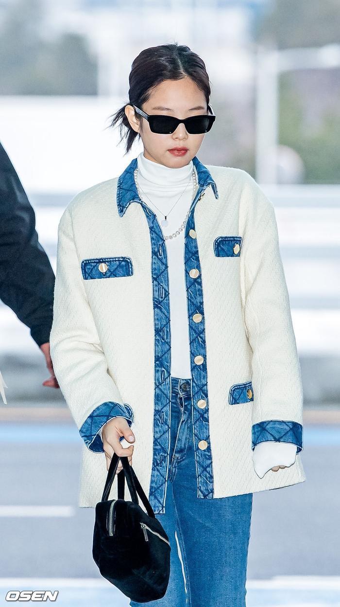 Lisa (Blackpink) bị fan Jennie xô đẩy tại sân bay, công chúa YG đeo khẩu trang sau khi bị Knet đả kích ảnh 6