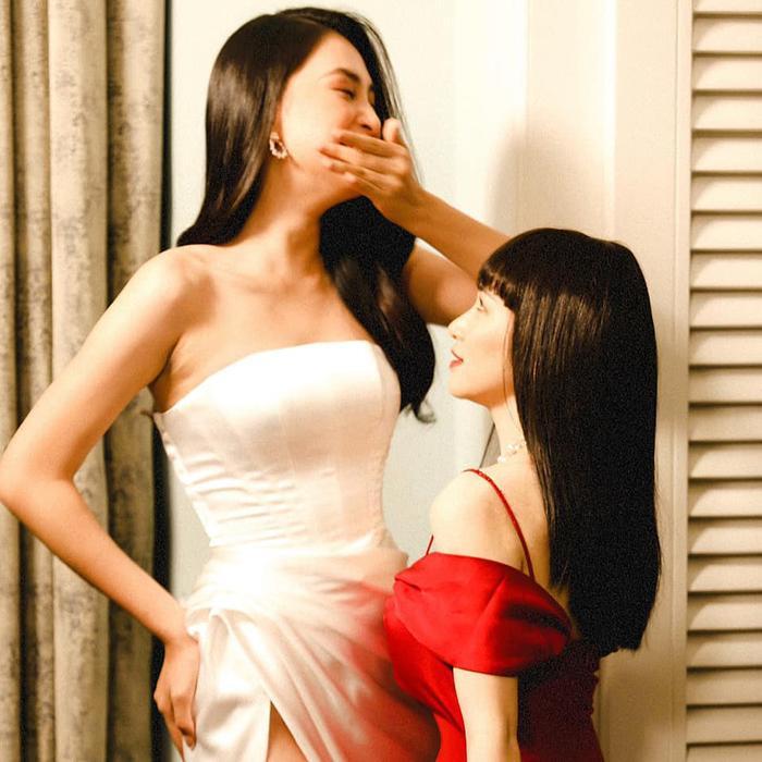 Đọ dáng với Hoa hậu Tiểu Vy, Hòa Minzy nhận ngay cái kết 'tới nách' khiến ai cũng ôm bụng cười