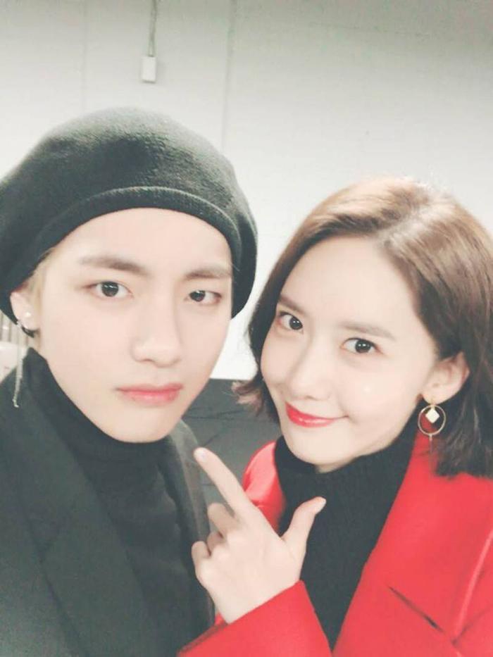 Yoona được biết đến là người chị thân thiết của V.