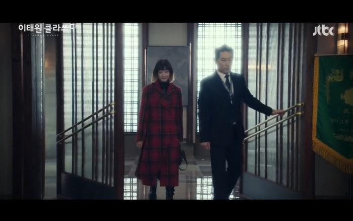Cùng lúc, Yi Seo nhận lời mời đến gặp Jang Dae Hee.