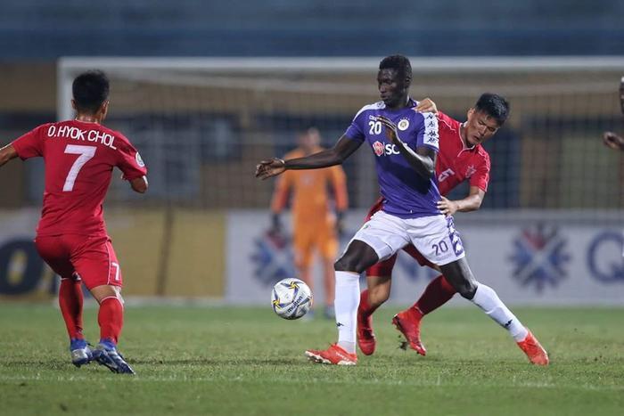 Pape Omar đạt danh hiệu Vua phá lưới V.League 2019.
