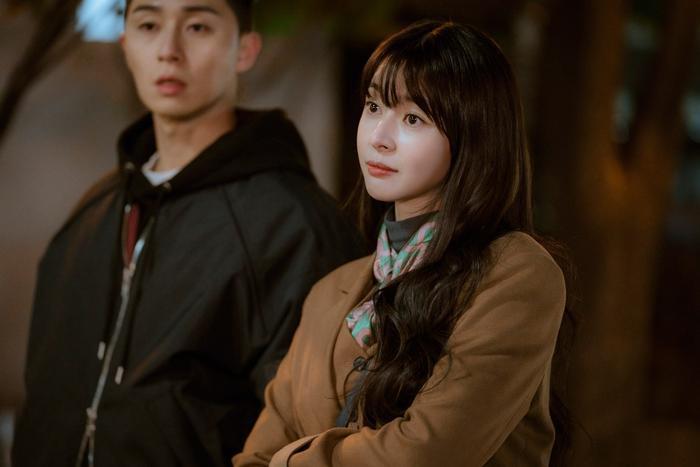 Tầng lớp Itaewon: Nam  nữ chính như bước ra từ truyện tranh, dàn nữ phụ xinh đẹp hơn hẳn ảnh 0