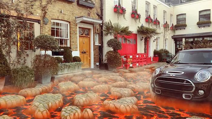 Bức ảnh này trông giống như dòng nham thạch đang nuốt chửng chiếc ô tô. (Ảnh: Snapchat)