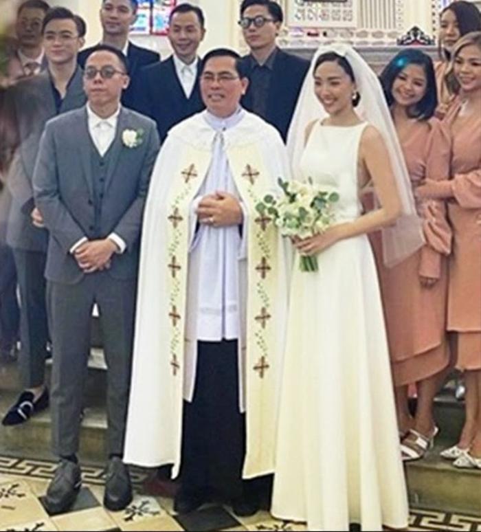 Váy cưới Tóc Tiên: Hơn 100 triệu đồng, khoe vòng 1 yêu kiều như của Miley Cyrus