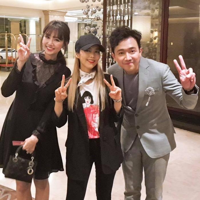 Cùng làm nghệ thuật và cùng dắt tay nhau đi khắp thế giới thưởng thức nghệ thuật, Trấn Thành  Hari Won còn gì hạnh phúc hơn như thế! ảnh 1