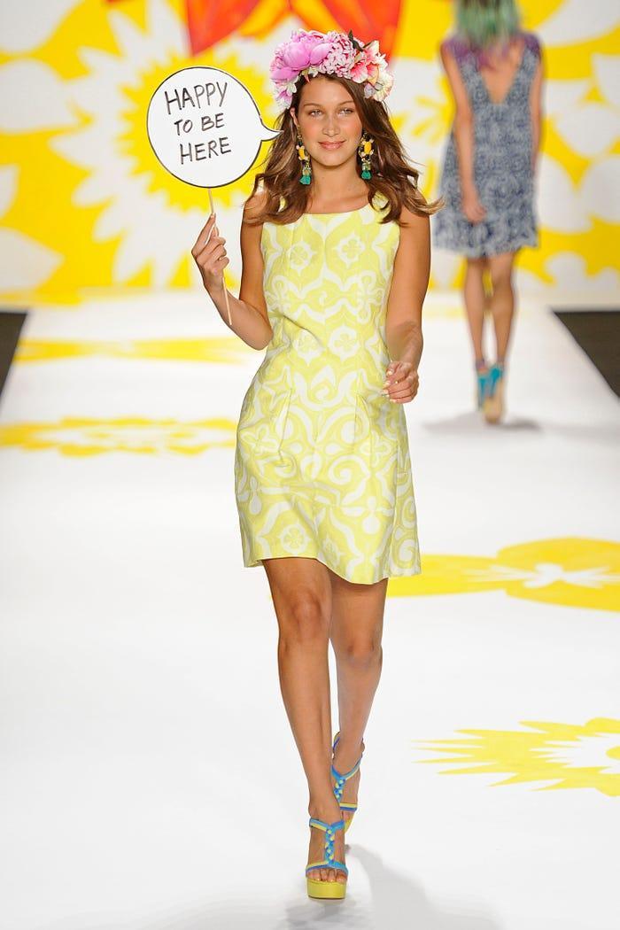 Các siêu mẫu như Miranda Kerr, Kendall Jenner, Gigi Hadid ra sao khi lần đầu catwalk? ảnh 18