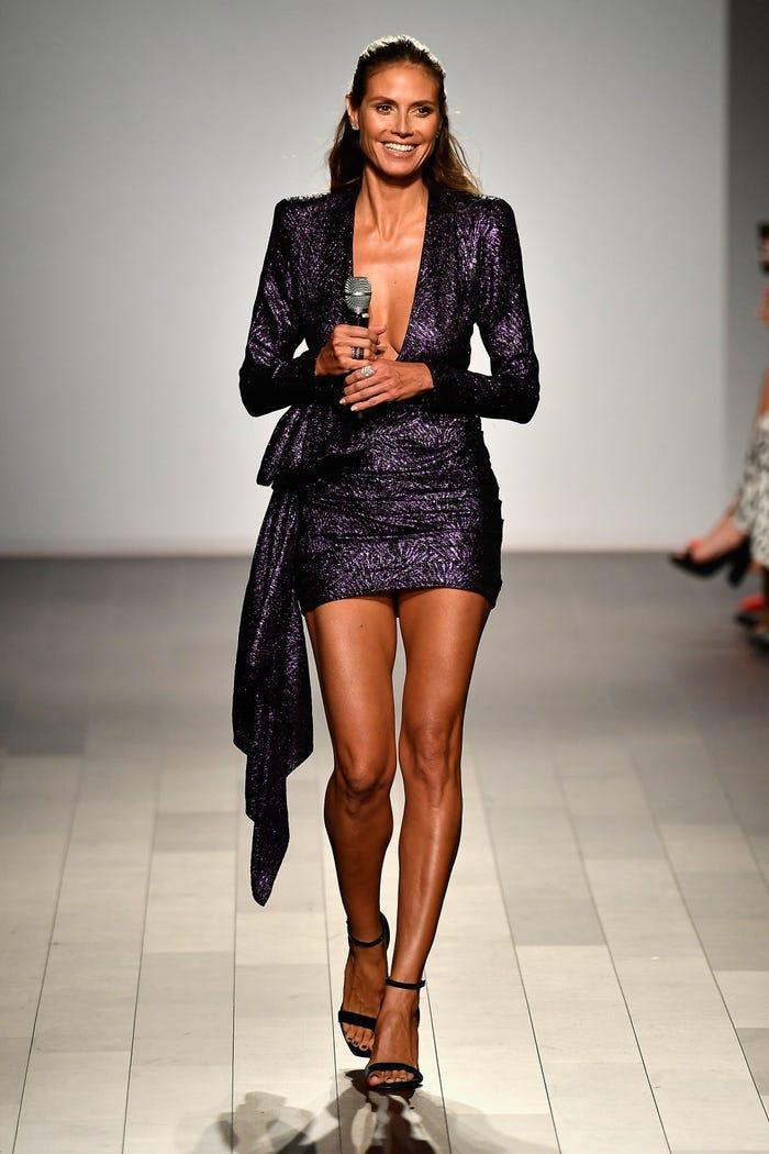 Các siêu mẫu như Miranda Kerr, Kendall Jenner, Gigi Hadid ra sao khi lần đầu catwalk? ảnh 3