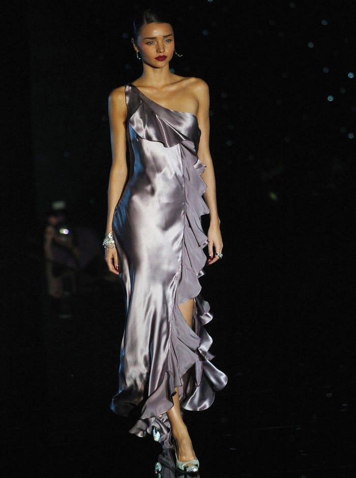 Các siêu mẫu như Miranda Kerr, Kendall Jenner, Gigi Hadid ra sao khi lần đầu catwalk? ảnh 8