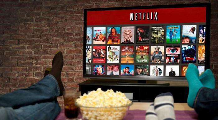 """Xem Netflix thôi chứ đừng """"Netflix and Chill"""" nha"""