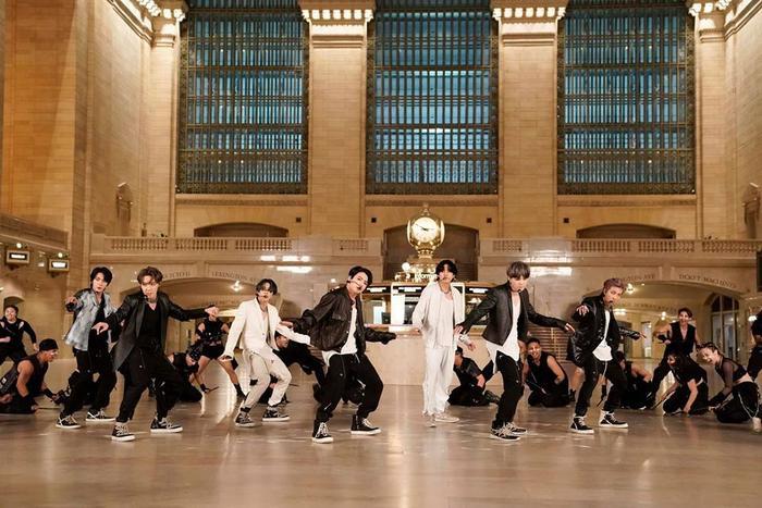 BTS đã ghi hình từ 4 đến 5 lần cho màn hình diễn ON đầu tiên.