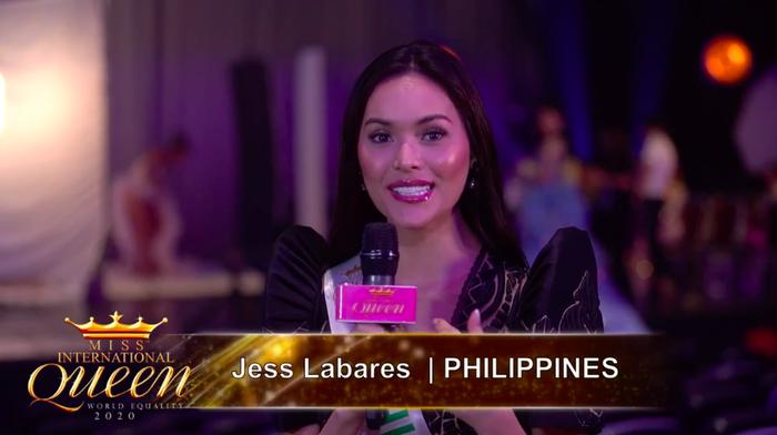 Đại diện Philippines được đánh giá cao về nhan sắc và phần ứng xử tự tin. Hoài Sa trả lời ứng xử bằng tiếng Anh tại Miss International Queen 2020