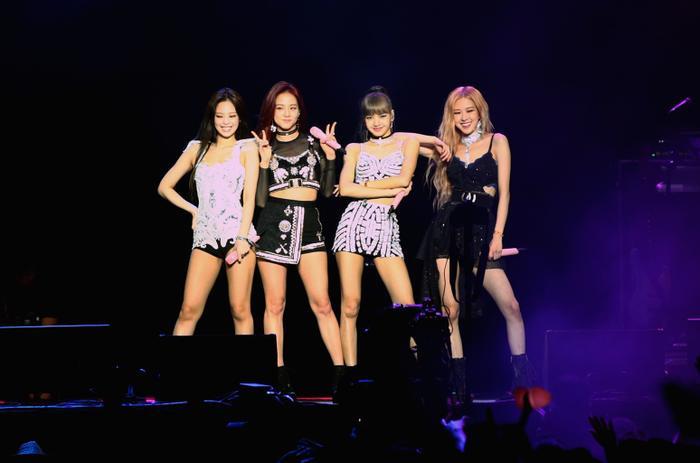 BLACKPINK trở thành nhóm nhạc nữ Kpop thứ 2 sau SNSD cán mốc triệu bản chỉ với 1 mini album.