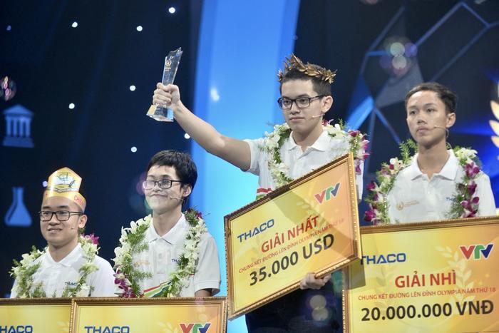 """Nguyễn Hoàng Cường giành ngôi vô địch trong trận chung kết """"Đường lên đỉnh Olympia"""" năm 2018."""