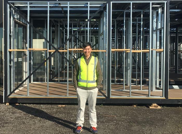 Nhà vô địch Olympia Đặng Thái Hoàng hiện đang làm cho một Cty xây dựng ở Melbourne.