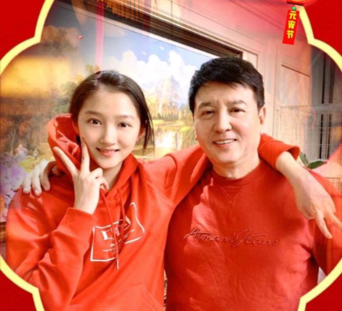 Bố Quan Hiểu Đồng follow tài khoản antifan của Lộc Hàm, dấy lên nghi vấn bằng mặt không bằng lòng ảnh 13