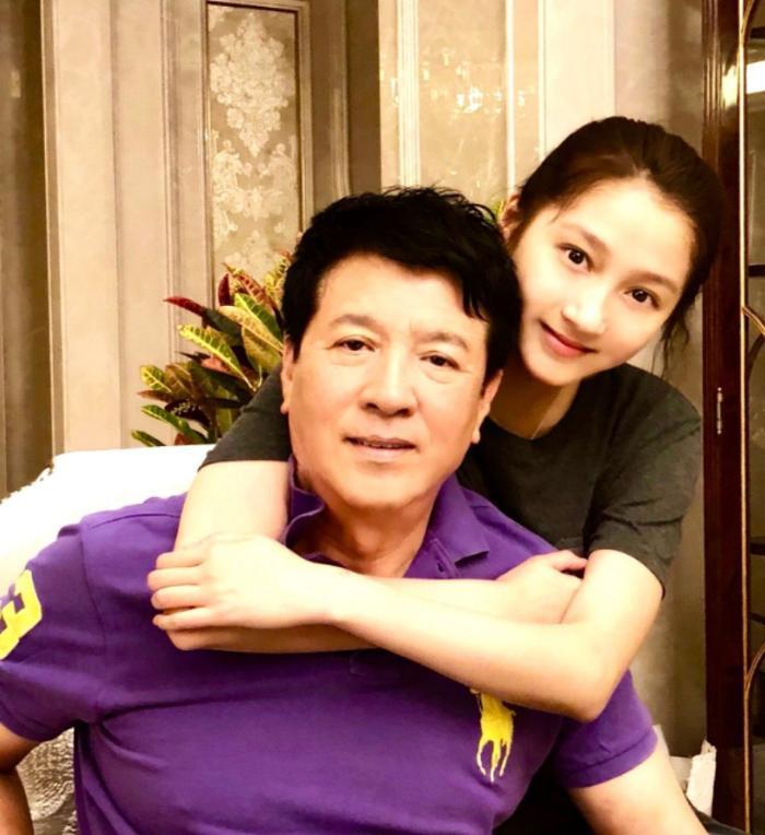 Bố Quan Hiểu Đồng follow tài khoản antifan của Lộc Hàm, dấy lên nghi vấn bằng mặt không bằng lòng ảnh 8