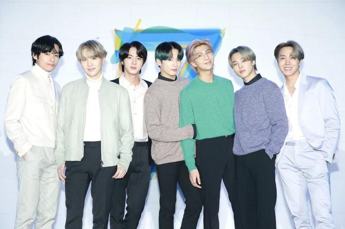 BTS được đề cửhạng mục Song of the Year và Musician of The Year