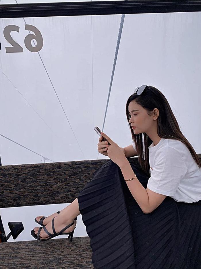 Trương Quỳnh Anh đăng ảnh kèm trạng thái úp mở về khả năng quay lại với chồng cũ
