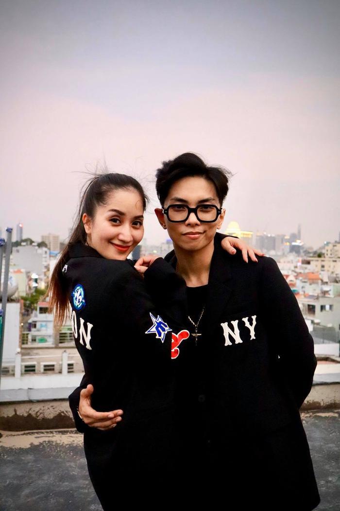 Vợ chồng Khánh Thi cover vũ đạo trong bài hit mới của BTS