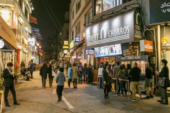 Khu phố Itaewon trong Tầng lớp Itaewon: Đẹp từ trong phim đến ngoài đời thực ảnh 6