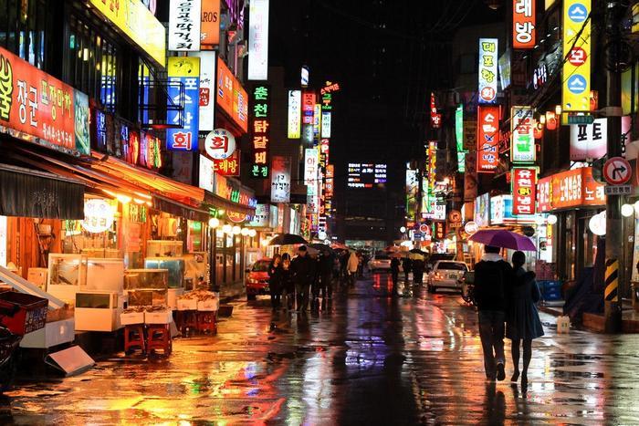 Khu phố Itaewon lúc lên đèn.