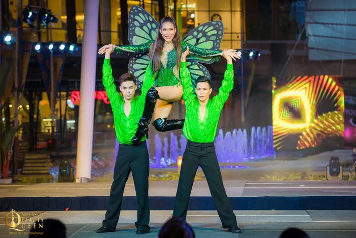 Đại diện Thụy Điện gốc Việt – Vicky Trần nhảy hiện đại.