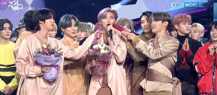 BTS chiến thắng tại Music Bank hôm nay.