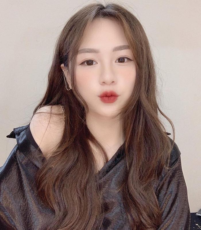 Bên cạnh đó Phương Anh còn là Idol của các Applive đang rất hot hiện nay, và Phương Anh còn đóng rất nhiều MV, clip quảng cáo.