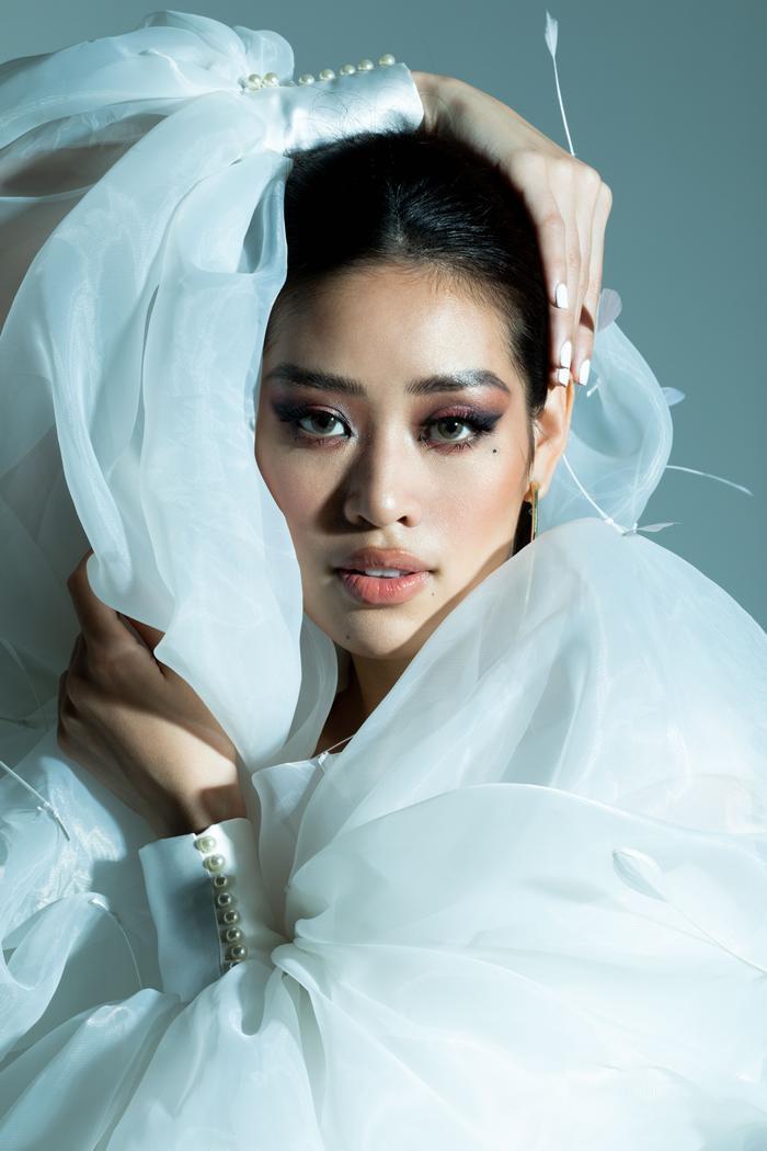 Khánh Vân tung bộ ảnh đẳng cấp, không hổ danh giải Bạc Siêu mẫu kiêm Hoa hậu Hoàn vũ Việt Nam ảnh 10