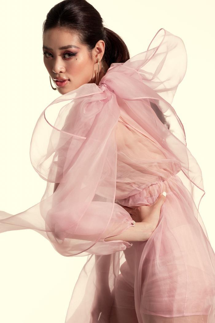 Khánh Vân tung bộ ảnh đẳng cấp, không hổ danh giải Bạc Siêu mẫu kiêm Hoa hậu Hoàn vũ Việt Nam ảnh 2