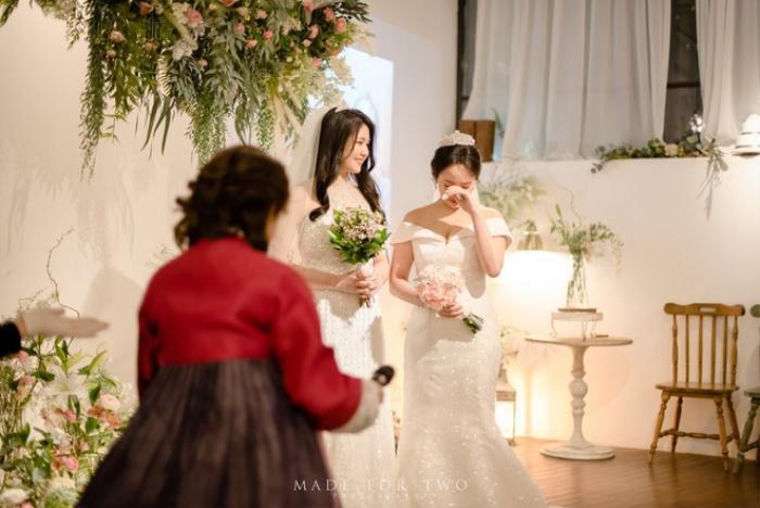 Đám cưới ngọt ngào đẹp như mơ của cặp đôi đồng tính nữ Hàn Quốc bất chấp đại dịch COVID-19 ảnh 1