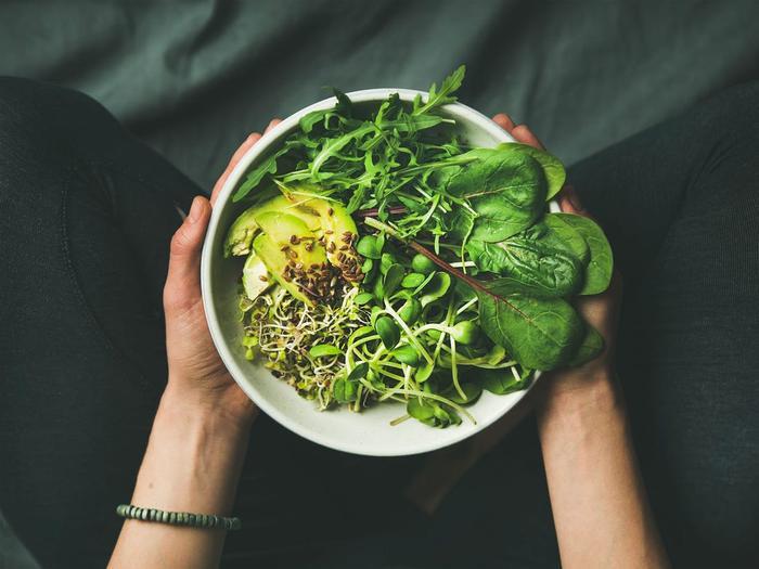 Ngoài ra, rau lá xanh đậm còn giúp bạn lên cơ dễ dàng hơn qua quá trình tập luyện thể dục thể thao