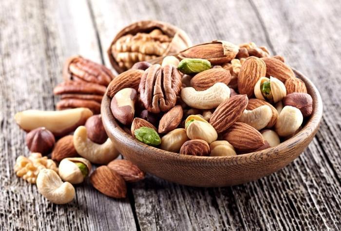 Những loại hạt như óc chó, hạt bí… là món ăn vặt bạn nên kết thân bởi chúng chẳng những không khiến bạn béo lên, mà còn đốt cháy calo rất hiệu nghiệm.