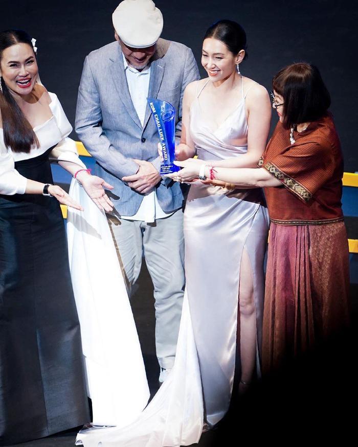 Lễ trao giải Kom Chad Luek lần thứ 16: Lồng nghiệp chướng thắng lớn, giải thưởng gọi tên nhiều gương mặt diễn viên mới ảnh 17