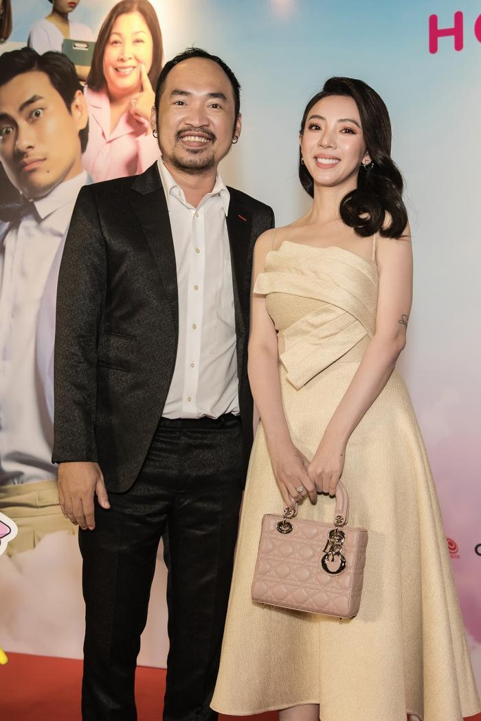 Tiến Luật tình cảm sửa khẩu trang cho Thu Trang giữa sự kiện khiến bao người xuýt xoa ảnh 5