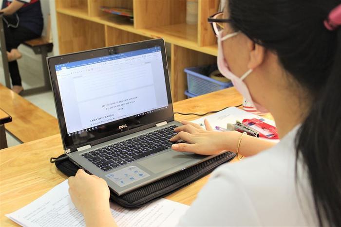 Nếu đang gặp phải những bài tập khó chưa biết cách giải, học sinh có thể chụp ảnh gửi lên Shub Classroom để bạn bè, những bạn học sinh khác có thể giúp đỡ giải bài tập.