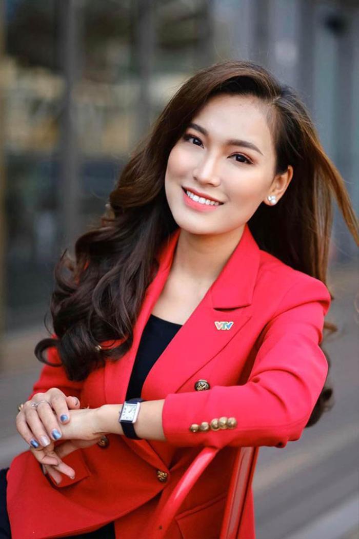 Hiện Linh Thủy là một nữ MC nhận được rất nhiều sự chú ý của đông đảo khán giả.