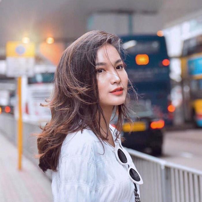 Phong cách thời trang đời thường của Linh Thủy thu hút nhiều sự quan tâm của cộng đồng mạng.